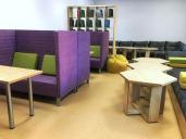 Современный читальный зал в библиотеке
