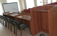 Столы президиума и трибуна